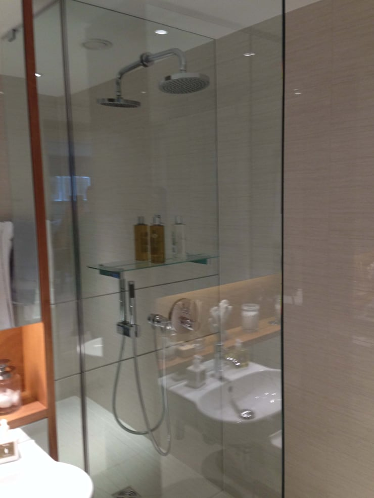 London Themes Developments:  Bathroom by bohdan.duha