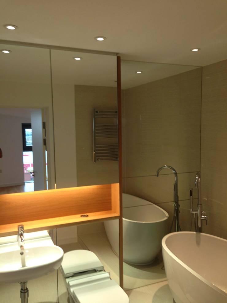 Mirror Bathroom Cladding:  Bathroom by bohdan.duha
