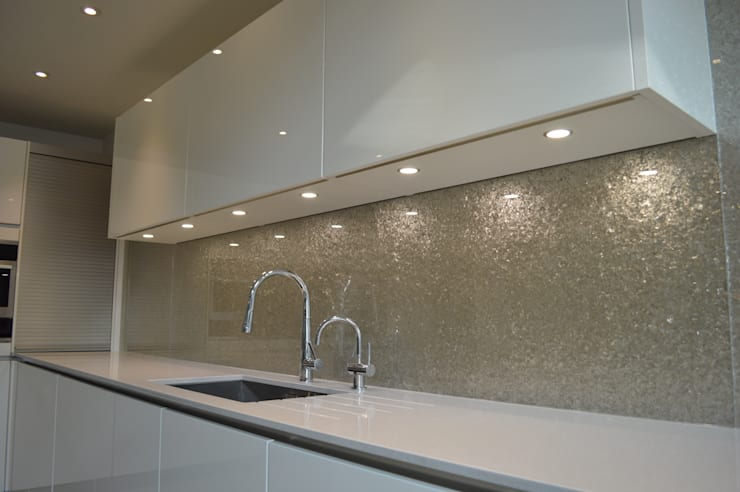 Premium Glass Splashbacks: modern Bathroom by CreoGlass Design Ltd