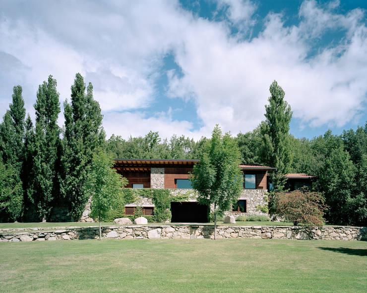 Vivienda unifamiliar: Casas de estilo  de SANTI VIVES ARQUITECTURA