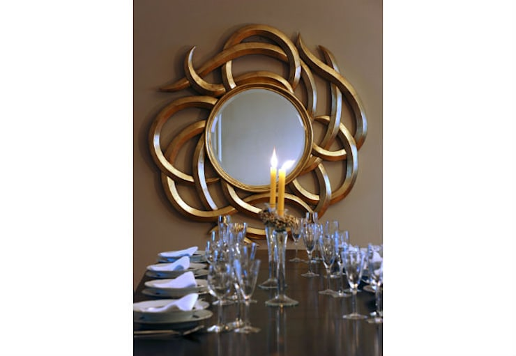 Mirror Medusa:  Living room by Adonis Pauli HOME JEWELS