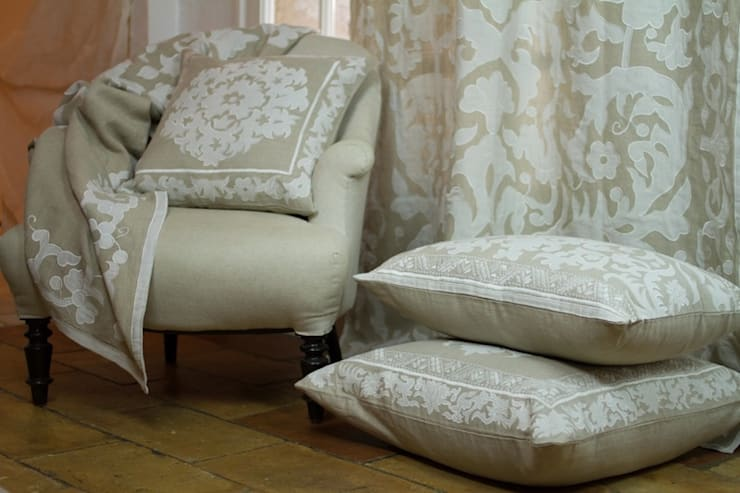 Ankatta:  Living room by Atelier Textiles