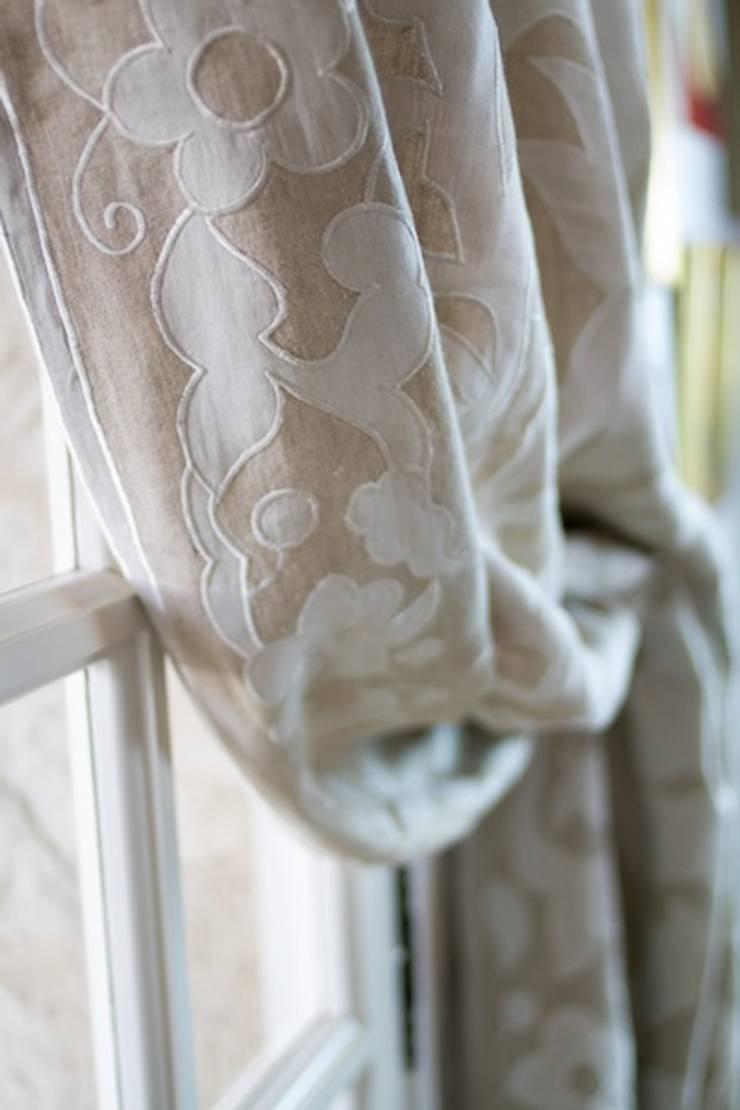 Ankatta linen curtain panel:  Living room by Atelier Textiles