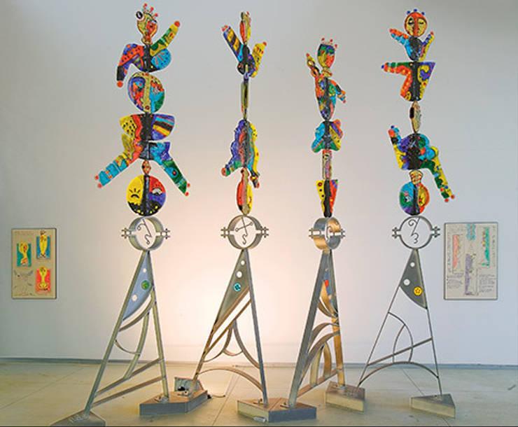 Equilibristi: Giardino in stile  di The V-Studio