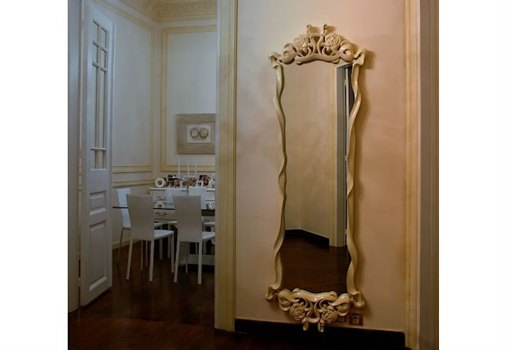 Mirror Lotus:  Living room by Adonis Pauli HOME JEWELS