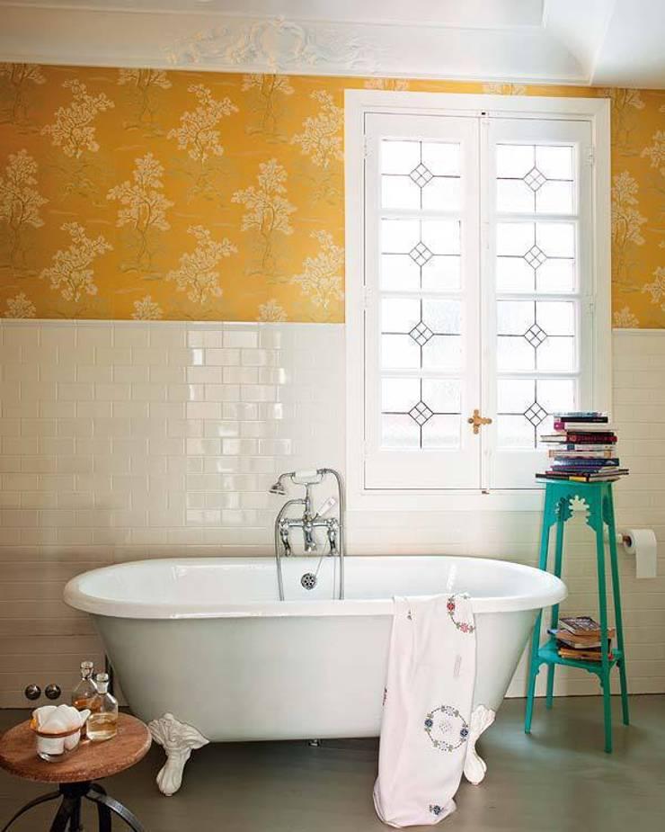 Bathroom by Simetrika Rehabilitación Integral, Classic