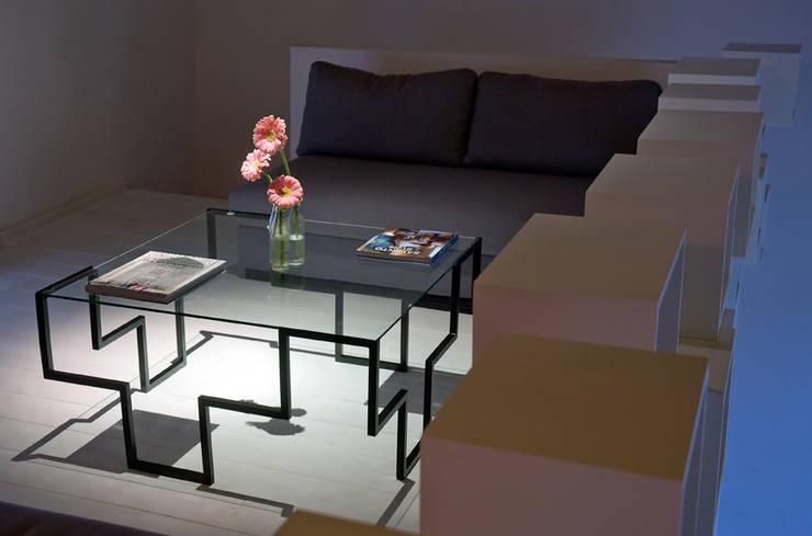 Table 4T: Soggiorno in stile in stile Moderno di Francesco Della Femina