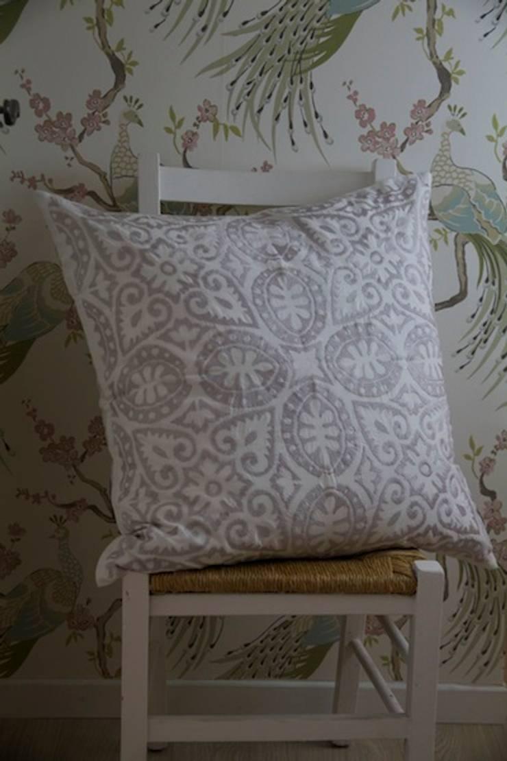 Polska:  Living room by Atelier Textiles