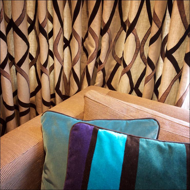 Expanding Family Home:  Living room by White Linen Interiors Ltd