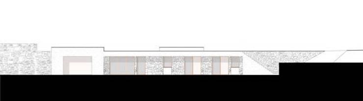 Ampliamento di edificio residenziale in località punta Aspera, Varazze (SV): Case in stile  di dedalo s.r.l.