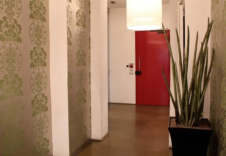 Offices: Studio in stile  di SILVIA MASSA STUDIO,