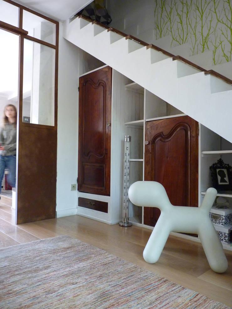 Création d'une verrière d'intérieur à Toulouse (31): Couloir et hall d'entrée de style  par Audrey Ardalan