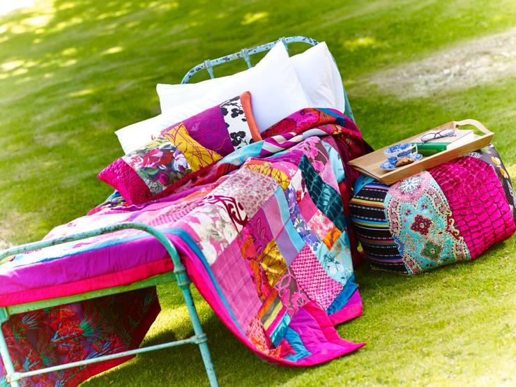 Salas de estilo  por Suzy Newton Ltd.