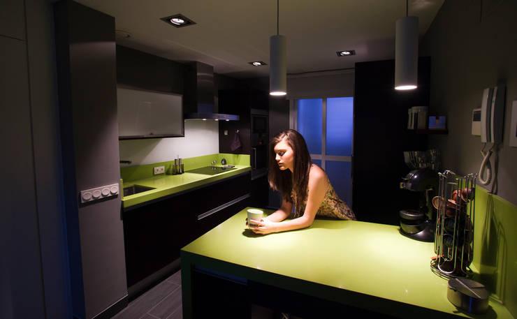 Interiorismo vivienda JA: Casas de estilo  de Disev Arquitectura