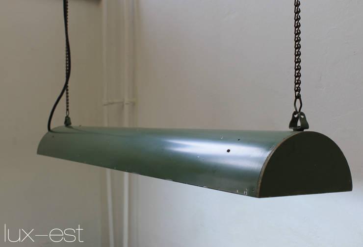 """""""MROSEK"""" Neonlampe Industriedesign Holz: industriell  von Lux-Est,Industrial"""