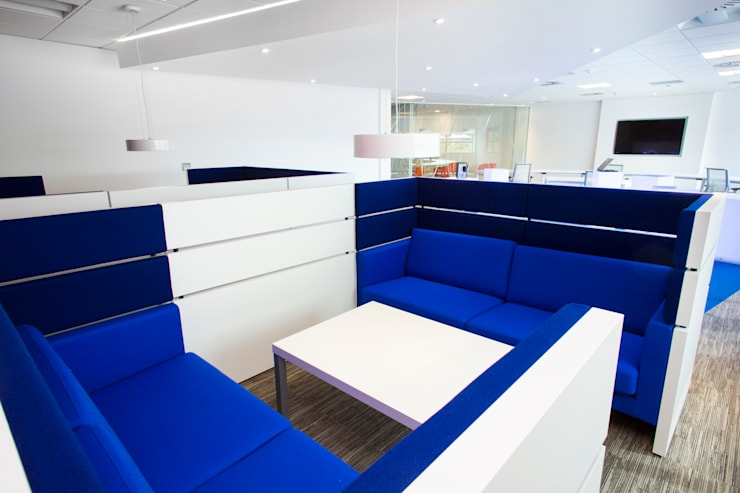Seating Area:  Offices & stores by Paramount Office Interiors