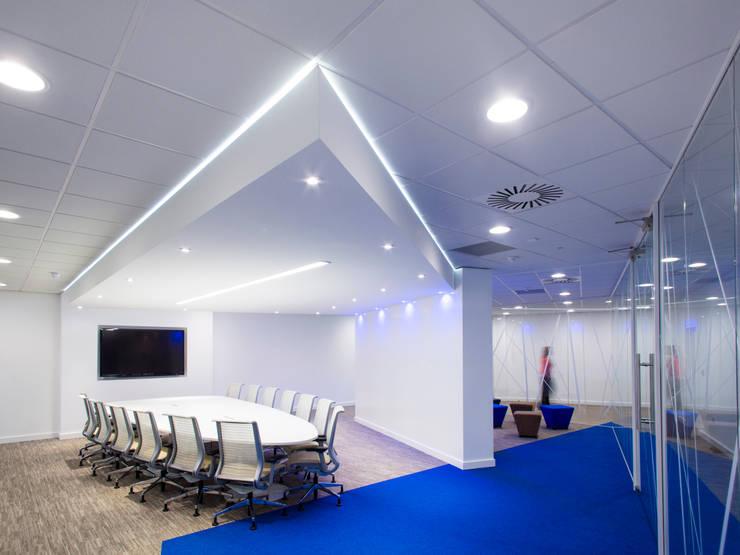 Oficinas y Tiendas de estilo  de Paramount Office Interiors
