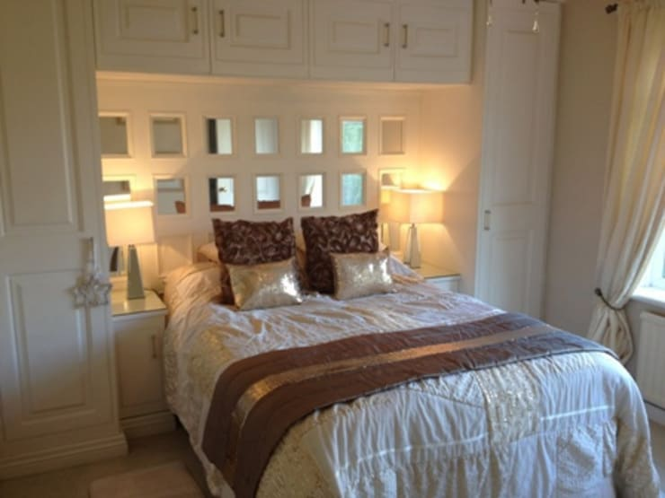 Acorn Cottage:  Walls & flooring by The UK's Leading Wall Panelling Experts Team