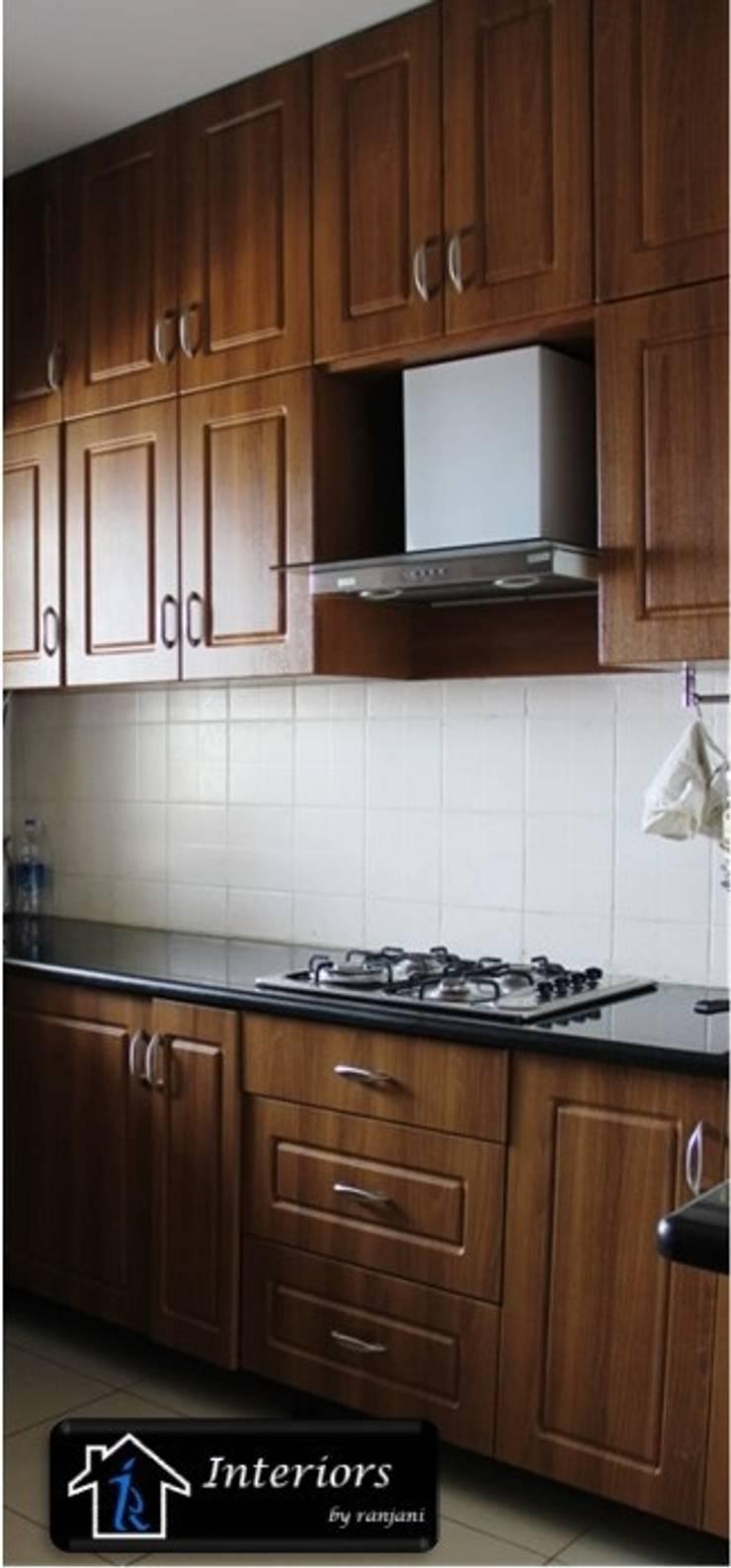 Sandeep Soni -Brigade Metropolise:  Kitchen by Interiors by ranjani