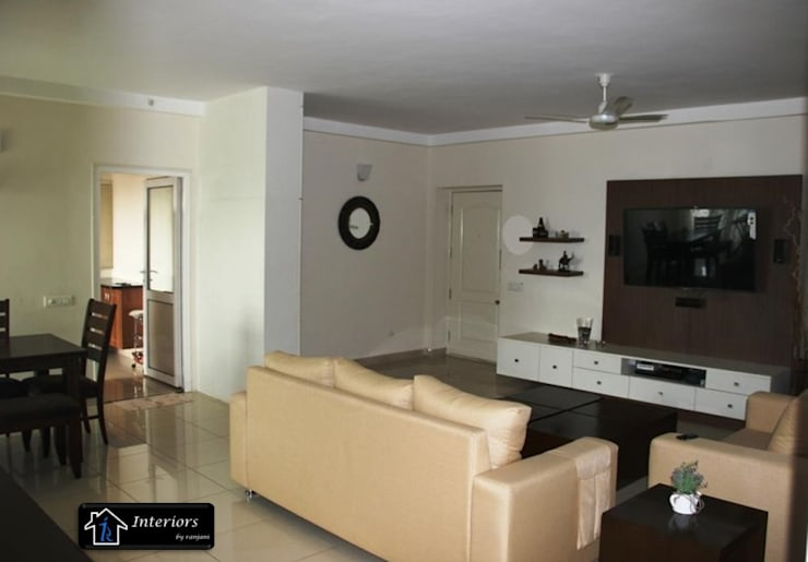 Sandeep Soni -Brigade Metropolise:  Living room by Interiors by ranjani