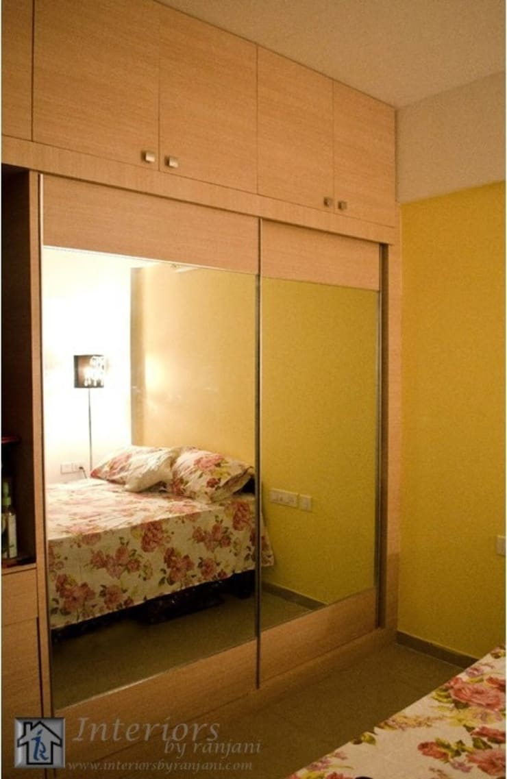 Rajshree Sanjay-NeoTown, EC:  Bedroom by Interiors by ranjani