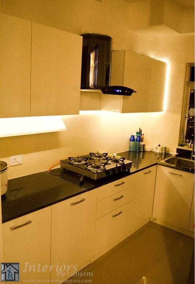 Rajshree Sanjay-NeoTown, EC:  Kitchen by Interiors by ranjani