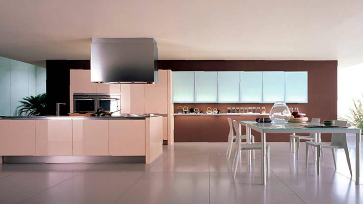 Cocinas modernas: Comedores de estilo  de Casasola Decor