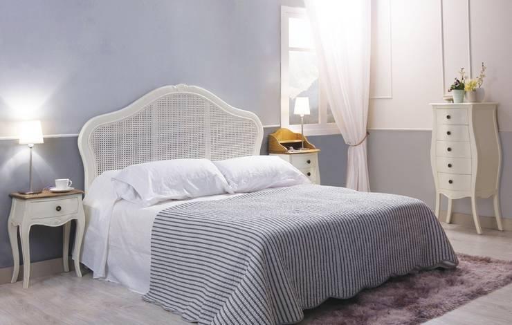 Dormitorio Vintage Blanco Decapé Maison: Dormitorios de estilo  de Paco Escrivá Muebles