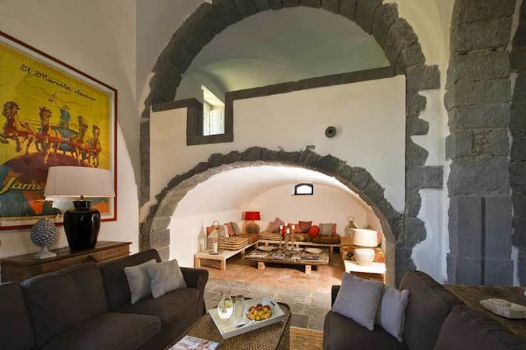 Rocca delle Tre Contrade: Hotel in stile  di SCAU Studio