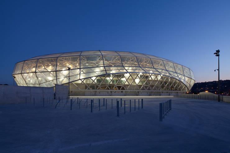 Le stade de nuit: Stades de style  par Wilmotte & Associés