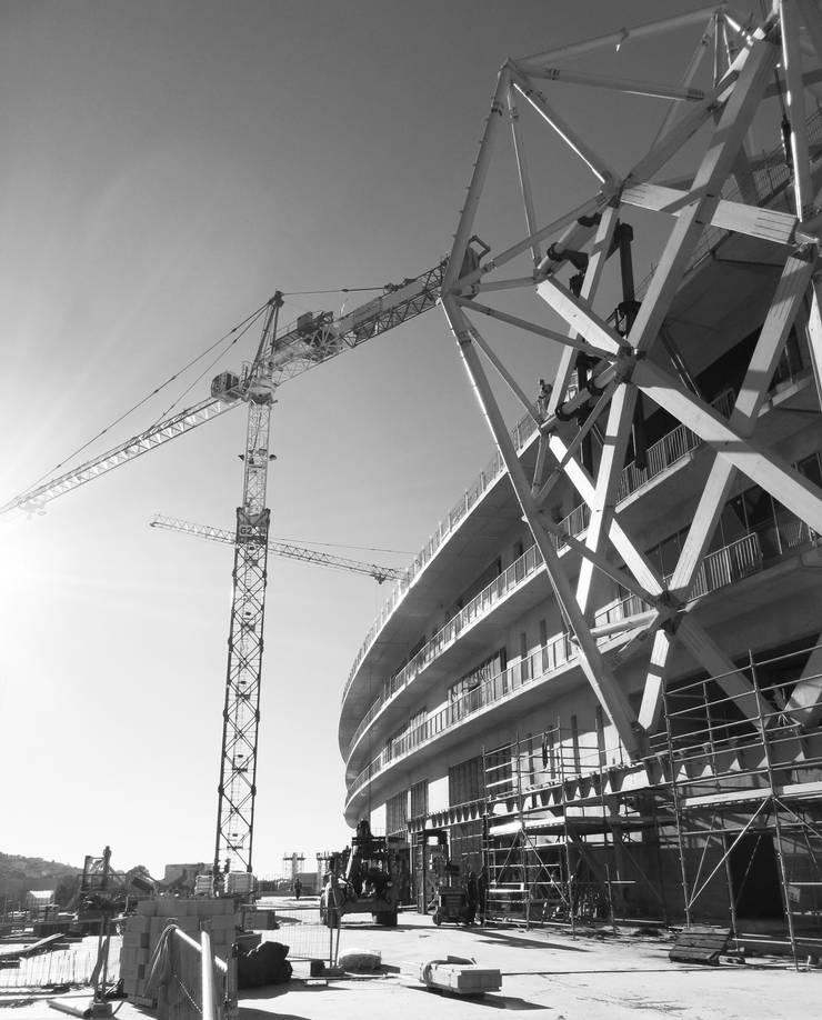 Le stade en construction: Stades de style  par Wilmotte & Associés