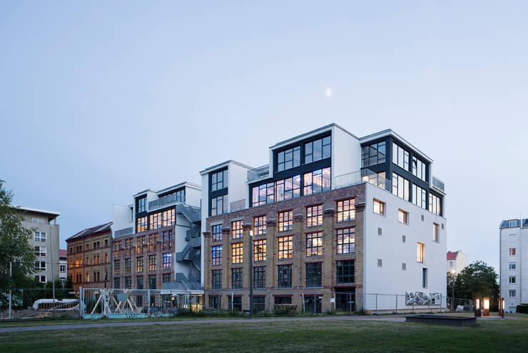 อาคารสำนักงาน by kinzo-berlin