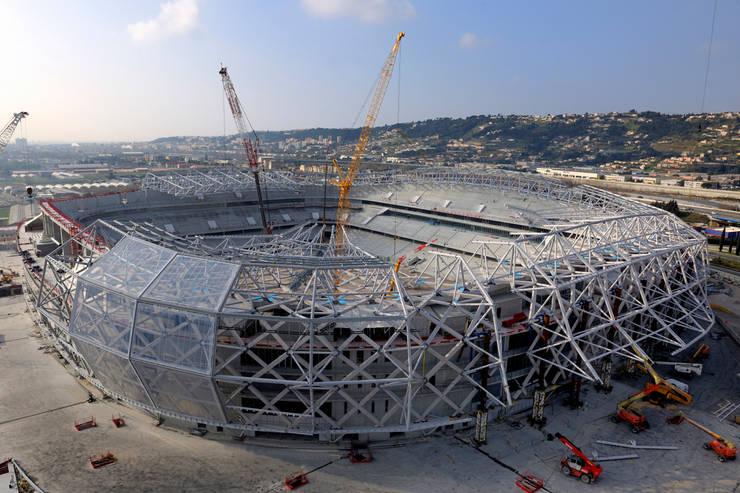 Stade en construction: Stades de style  par Wilmotte & Associés