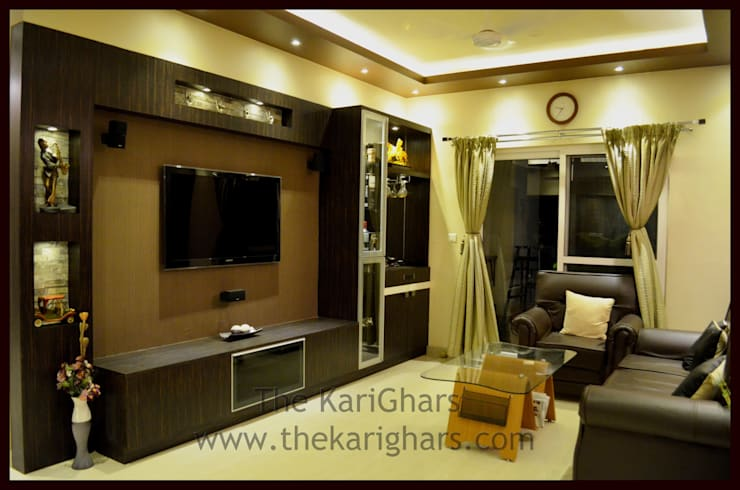Living Room with Bar:  Living room by The KariGhars
