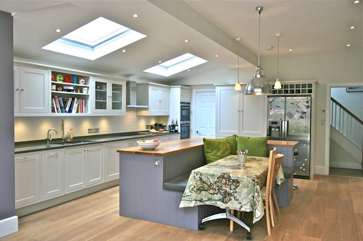 Richmond Kitchen:  Kitchen by Laura Gompertz Interiors Ltd