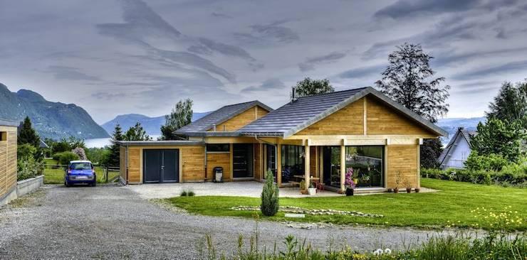 Vue de l'ensemble: Maisons de style de style Moderne par Tangentes Architectes