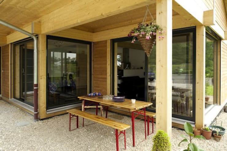 Terrasse abritée: Maisons de style de style Moderne par Tangentes Architectes