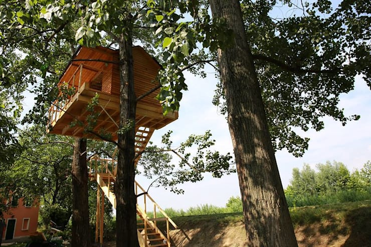 Treehouse: Balcone, Veranda & Terrazzo in stile  di Nicola Preti - Architecture, Planning and Preservation-