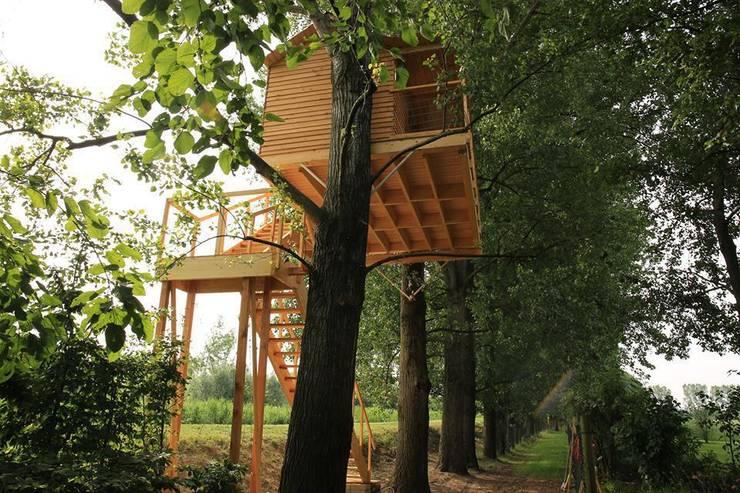Treehouse PADOVA: Balcone, Veranda & Terrazzo in stile  di Nicola Preti - Architecture, Planning and Preservation-