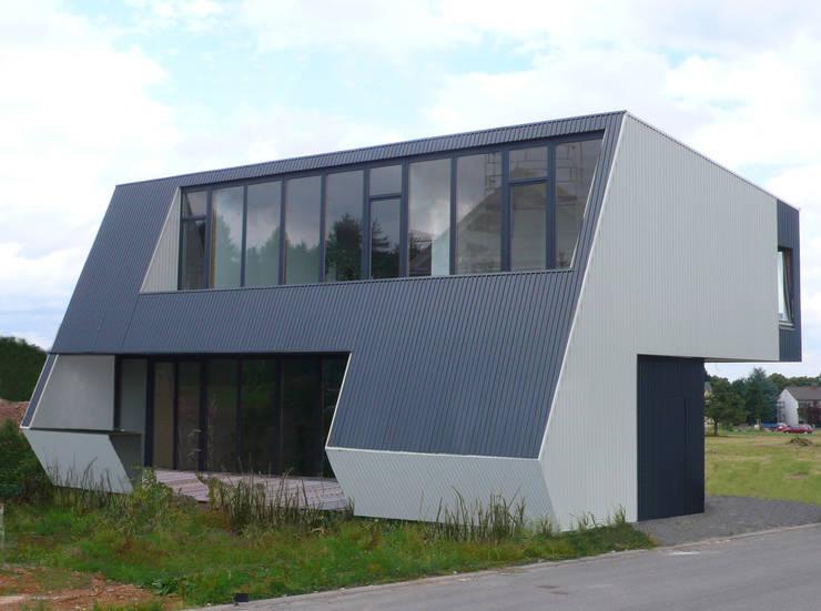 Haus mit Energiefassade:  Häuser von boehning_zalenga  koopX architekten
