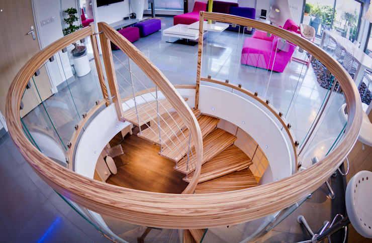 Bogentreppe:  Flur, Diele & Treppenhaus von Keller Treppenbau AG
