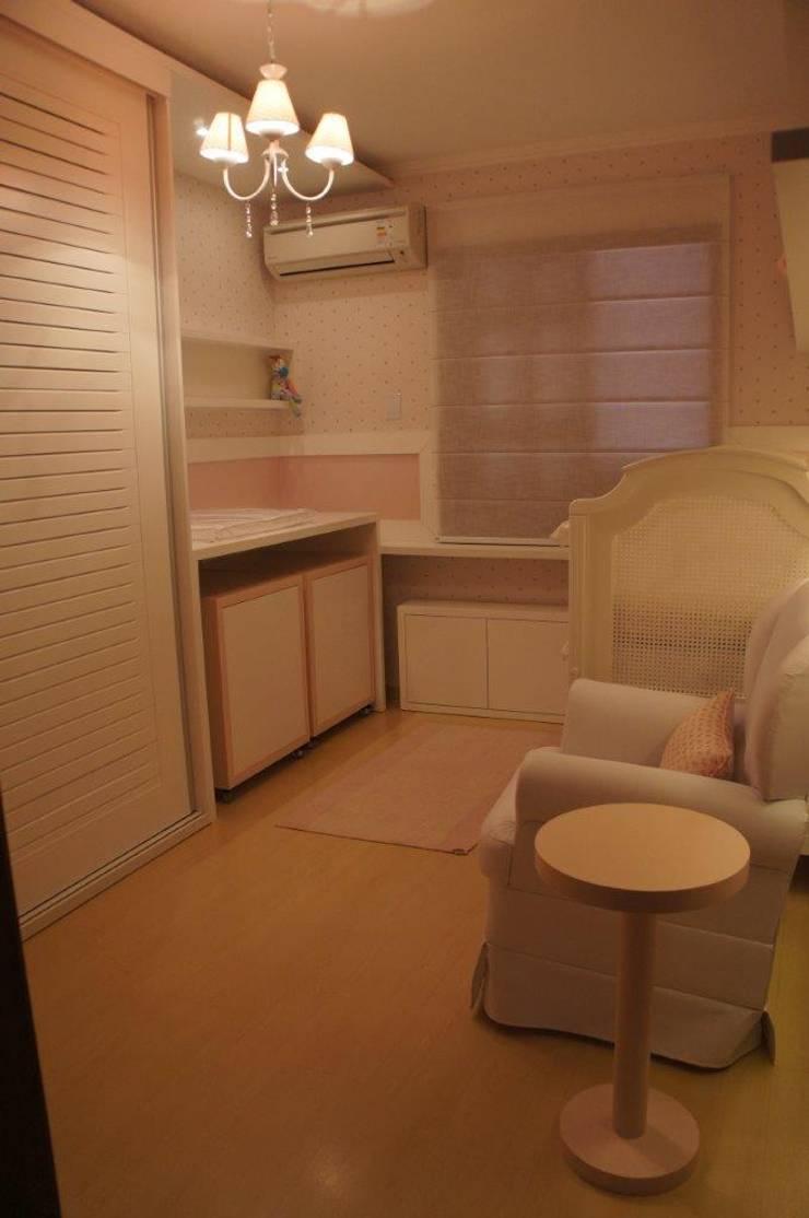 Vista geral dormitório: Quarto infantil  por Triple Arquitetura