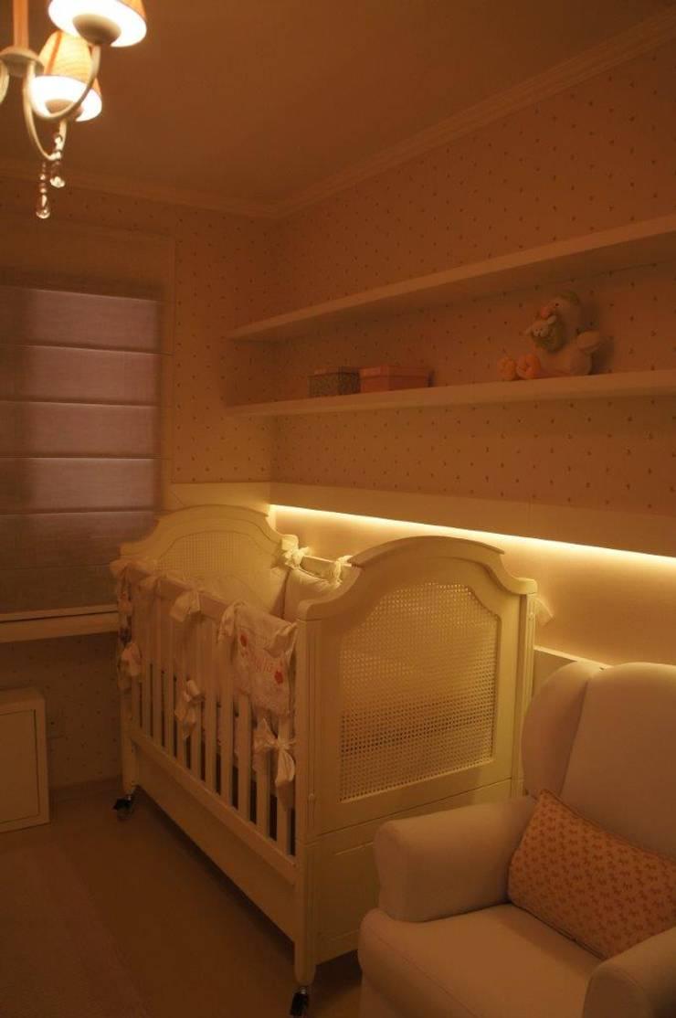 Iluminação indireta em LED : Quarto infantil  por Triple Arquitetura