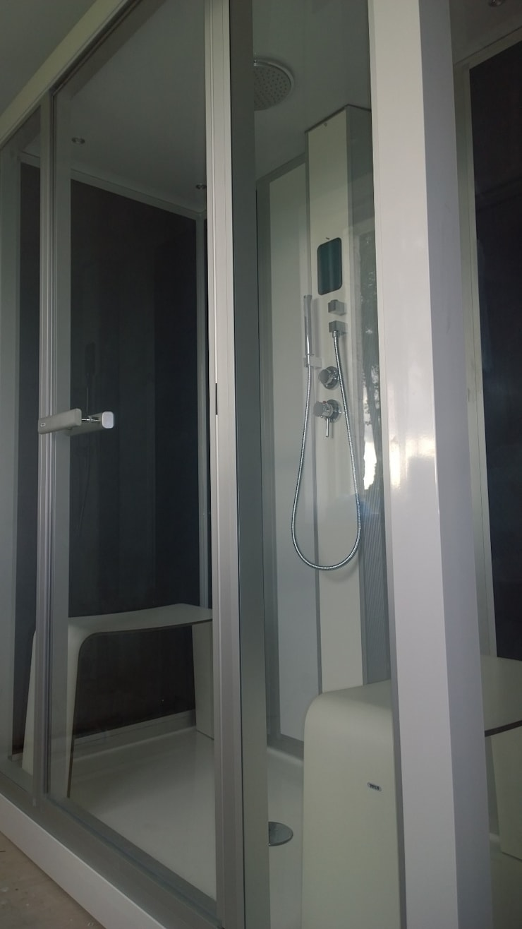 Glass steam shower:  Bathroom by Leisurequip Limited