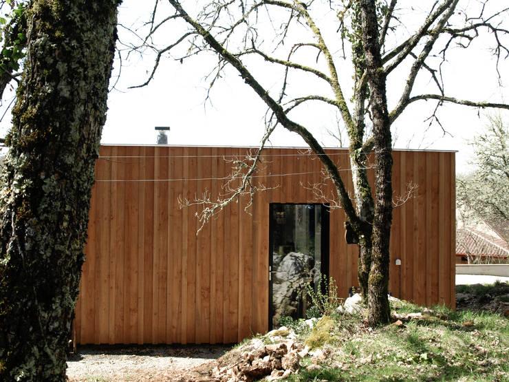 Maison P: Maisons de style  par Yann Ouvrieux Architecte