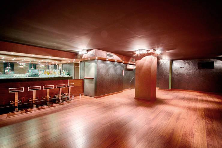 Proyecto y Reforma de Restaurante en Madrid por Arquitectos Madrid 2.0: Oficinas y Tiendas de estilo  de Arquitectos Madrid 2.0