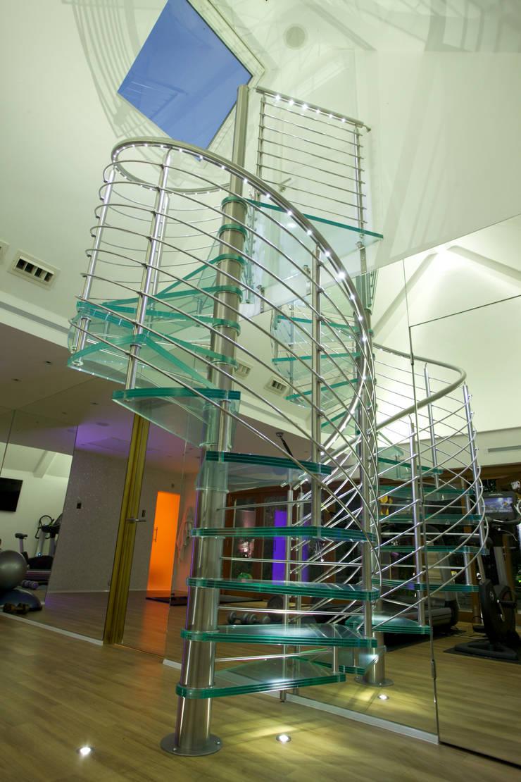Luxury sauna and steam room installed in Cambridge:  Gym by Leisurequip Limited