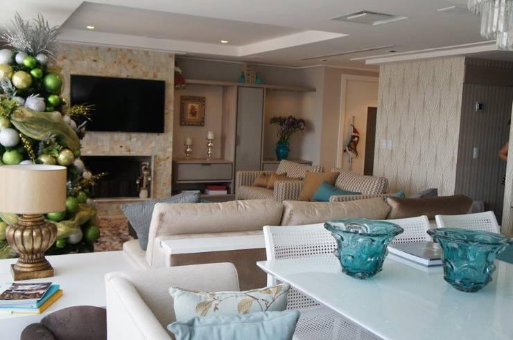 Vista geral sala: Salas de estar modernas por Triple Arquitetura