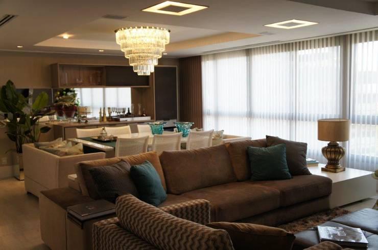 Vista sala : Salas de estar  por Triple Arquitetura