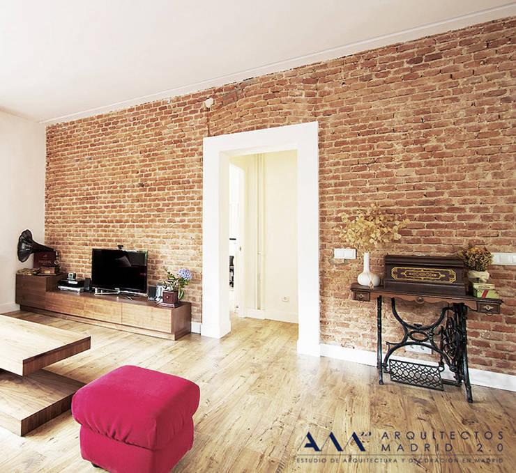 Reforma integral de piso en Madrid: Salones de estilo industrial de Arquitectos Madrid 2.0